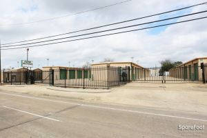 Aztec Storage Houston-Oak Forest