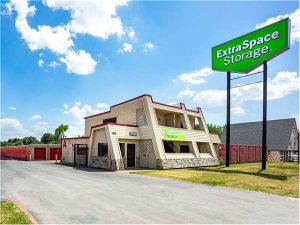 Extra Space Storage - Irving - 304 W Airport Freeway