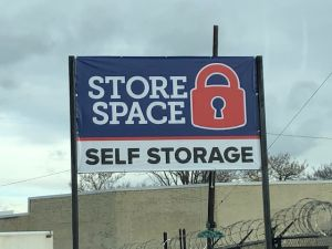 Store Space Self Storage - 1006
