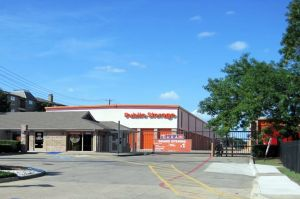 Public Storage - Dallas - 2320 N Central Expy
